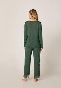 OYSHO - MIT SPITZE - Pyjama bottoms - green - 2