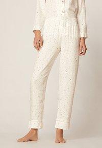 OYSHO - LANGE HOSE MIT STERNBILDERN 30310169 - Bas de pyjama - white - 0