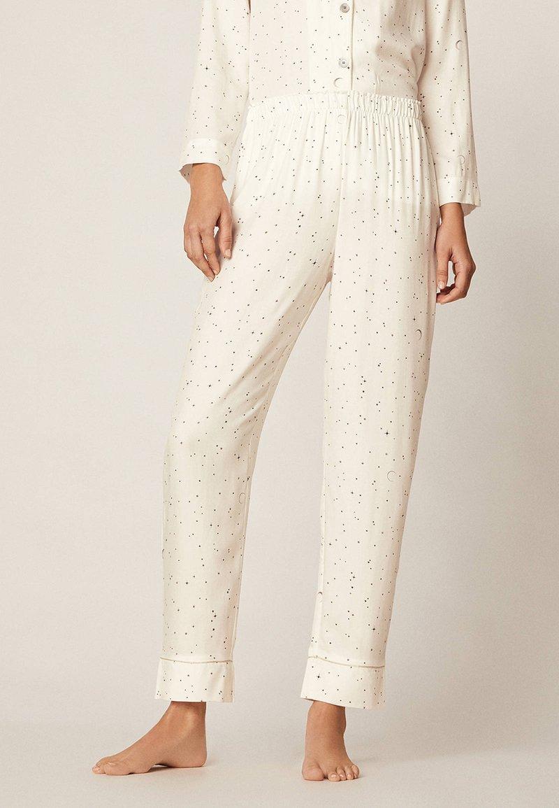 OYSHO - LANGE HOSE MIT STERNBILDERN 30310169 - Bas de pyjama - white