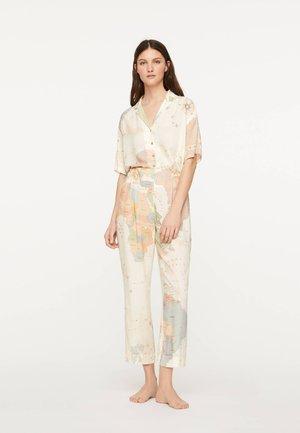 HOSE MIT WELTKARTE 30306257 - Pyžamový spodní díl - white