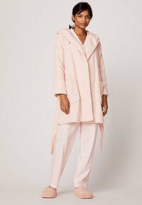 OYSHO - Dressing gown - rose - 1