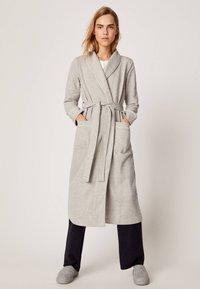 OYSHO - Dressing gown - light grey - 1