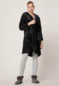 OYSHO - Dressing gown - black - 1