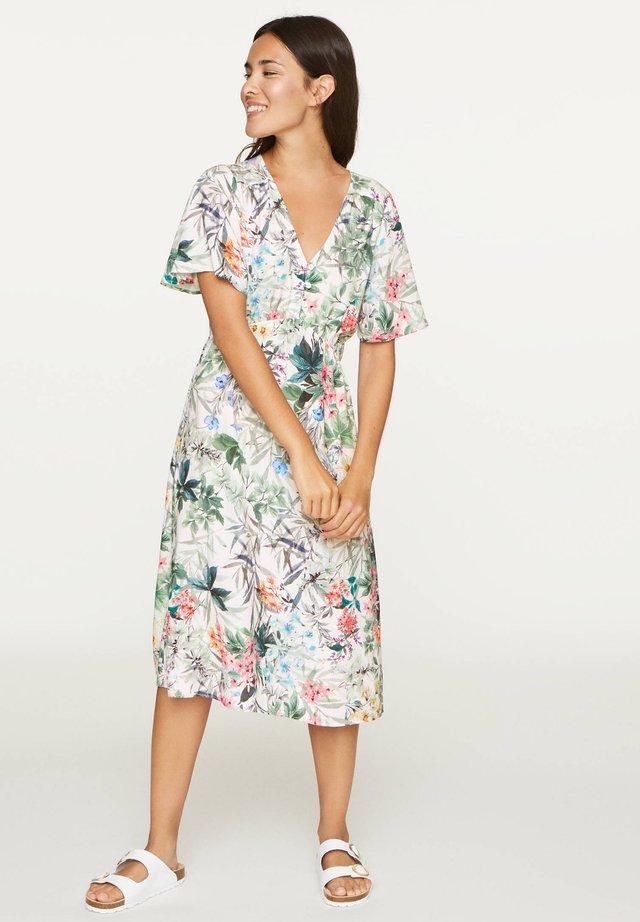 SHORT-SLEEVED WOODLAND FLORAL NIGHTDRESS - Sukienka letnia - white