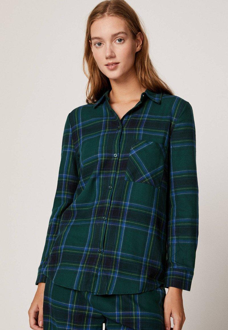 mit-karos---nachtwäsche-shirt by oysho