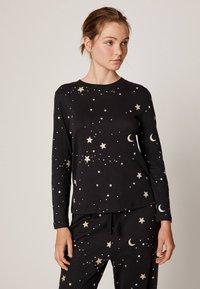 OYSHO - MIT MOND- UND STERNEPRINT - Pyjama top - black - 0