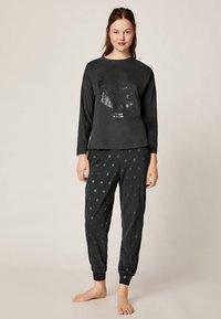 OYSHO - MIT KOSMISCHEM MOND  - Pyjamasöverdel - black - 1
