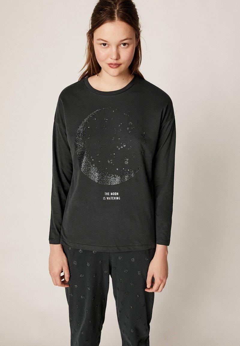OYSHO - MIT KOSMISCHEM MOND  - Pyjamasöverdel - black