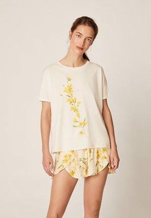 T-SHIRT MIT GELBER BLUME 30214203 - Pyjamashirt - white