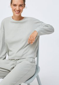 OYSHO - GREEN COTTON - Pyjama top - light grey - 4