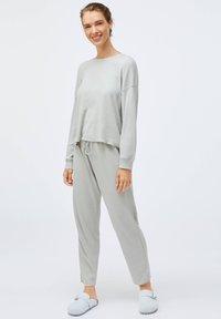 OYSHO - GREEN COTTON - Pyjama top - light grey - 1