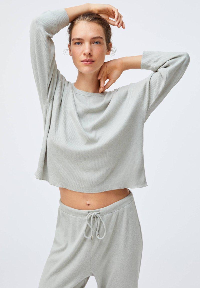 OYSHO - GREEN COTTON - Pyjama top - light grey