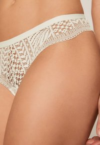 OYSHO - String - white - 4