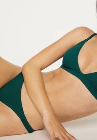 OYSHO - 30733139 - Bikinibroekje - evergreen - 4