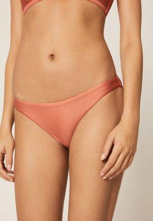 KLASSISCHER BIKINISLIP IN KUPFERROT 30723368 - Bikini bottoms - coral