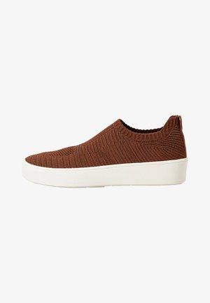 Sportovní boty - brown