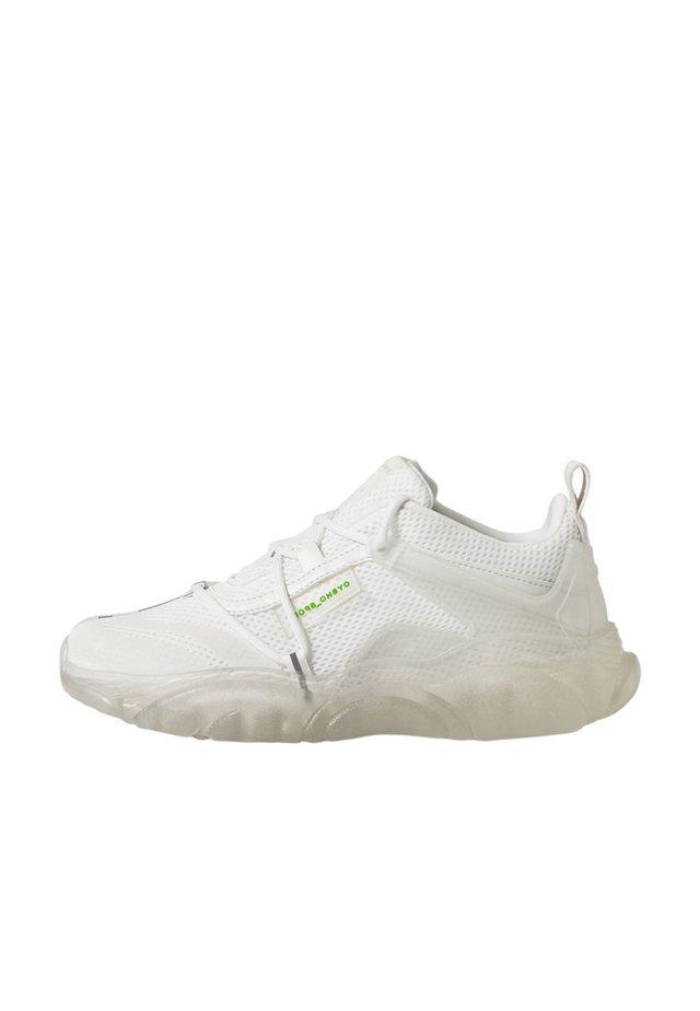 MIT DURCHSCHEINENDER SOHLE  - Sneakers - white