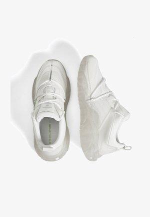 MIT DURCHSCHEINENDER SOHLE  - Sneaker low - white