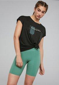 OYSHO_SPORT - Print T-shirt - black - 2