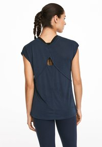 OYSHO_SPORT - T-shirt imprimé - dark blue - 2