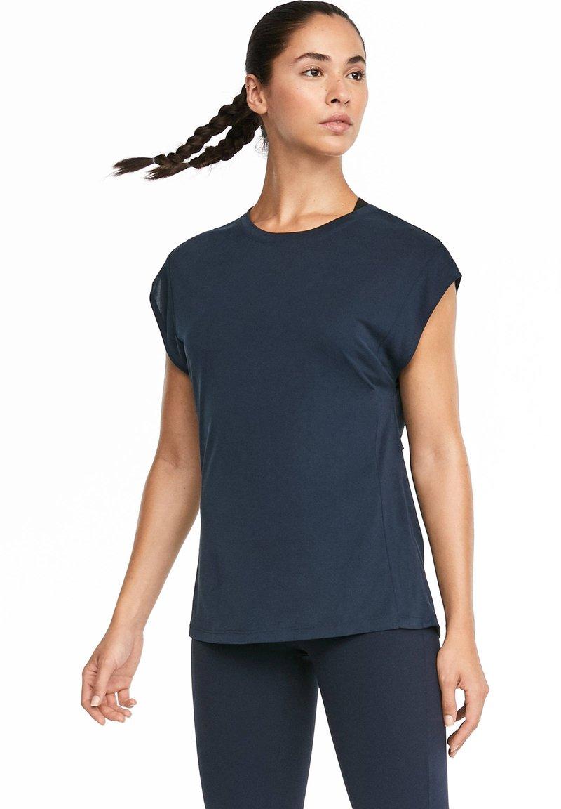 OYSHO_SPORT - T-shirt med print - dark blue