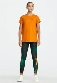 OYSHO_SPORT - T-shirt imprimé - orange - 1
