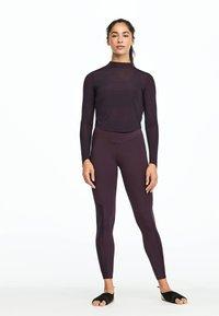 OYSHO_SPORT - Pitkähihainen paita - dark purple - 1