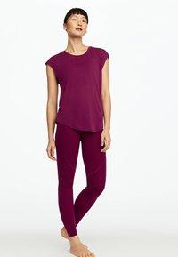 OYSHO_SPORT - T-shirt basic - dark purple - 1