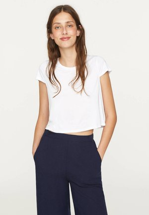 MIT ANTEIL - T-shirt basic - white