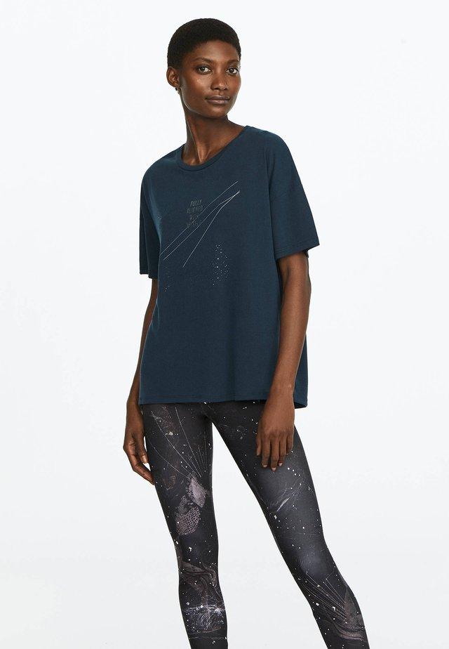 MIT AUFSCHRIFT - T-Shirt print - dark blue