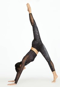 OYSHO_SPORT - MIT BLÜMCHENPRINT - Leggings - black - 1