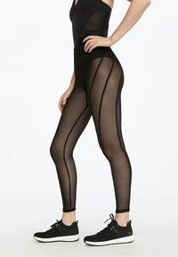 OYSHO_SPORT - LEGGINGS AUS TÜLL 31217251 - Legging - black - 2