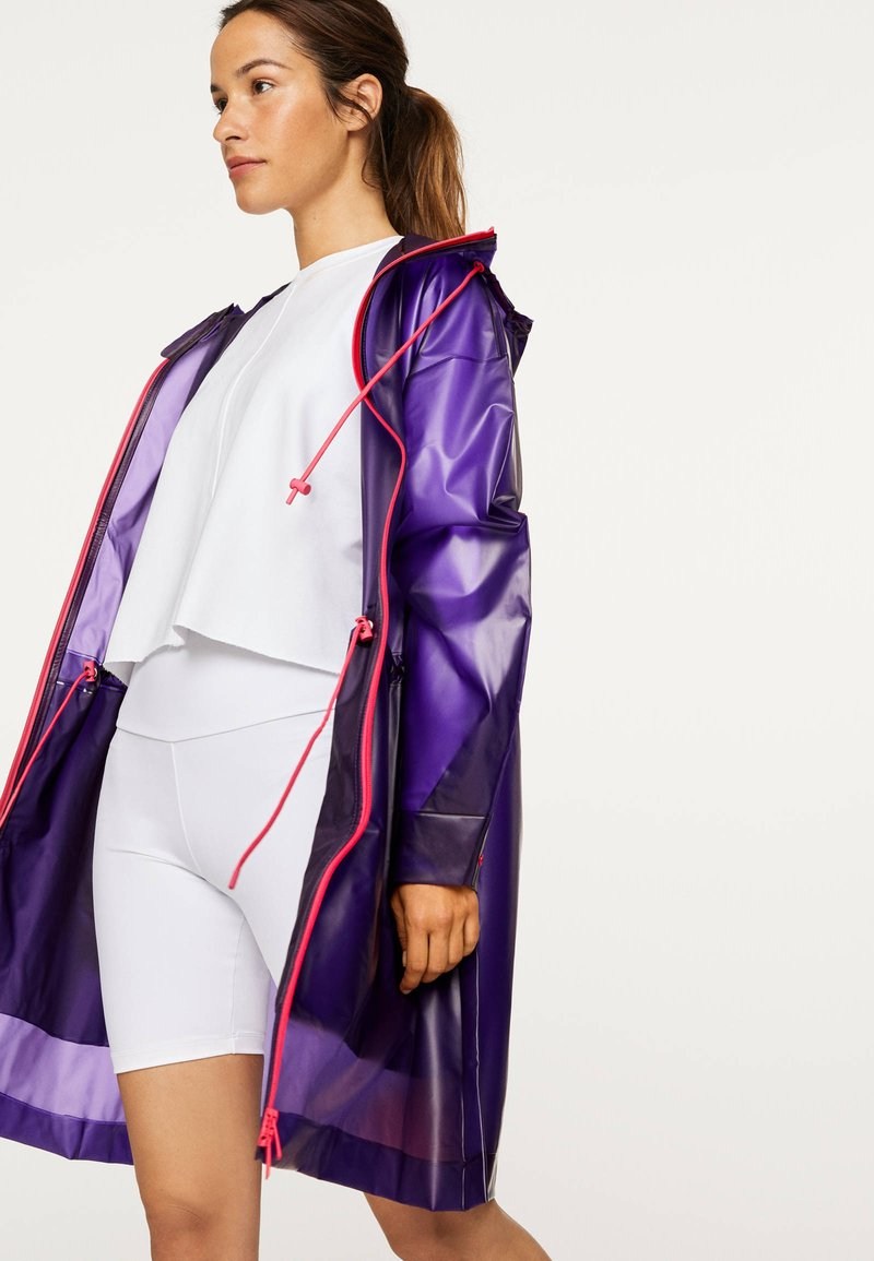 OYSHO_SPORT - TRANSPARENTER REGENMANTEL - Regenjas - dark purple