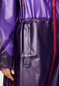OYSHO_SPORT - TRANSPARENTER REGENMANTEL - Regenjas - dark purple - 5