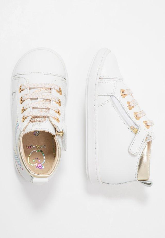 BOUBA EYELET - Baby shoes - white/platine