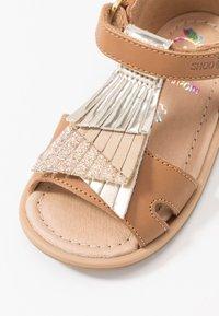 Shoo Pom - TITY FALLS - Sandali - camel platine - 2