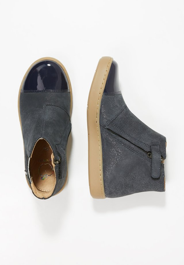 PLAY HILLS - Bottines - navy/silver