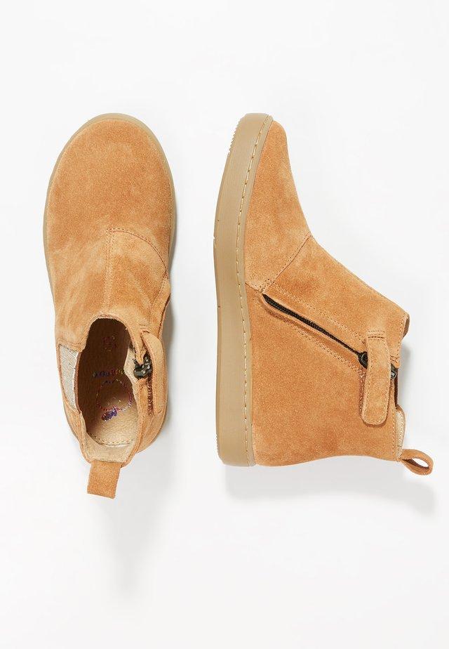 PLAY SHINE ELAST - Støvletter - camel