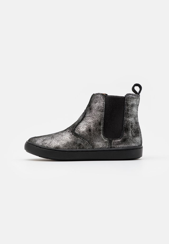 PLAY CHELSEA - Korte laarzen - black/silver