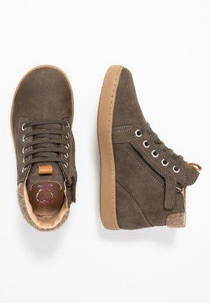 PLAY DESERT - Sneaker high - terra/taupe