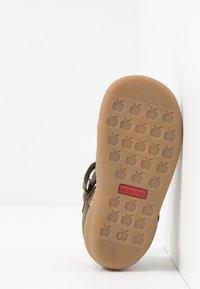 Shoo Pom - PIKA SCRATCH - Sandalias - kaki/wood - 5