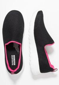 Skechers Performance - GO WALK JOY - Sportieve wandelschoenen - black/hot pink - 1