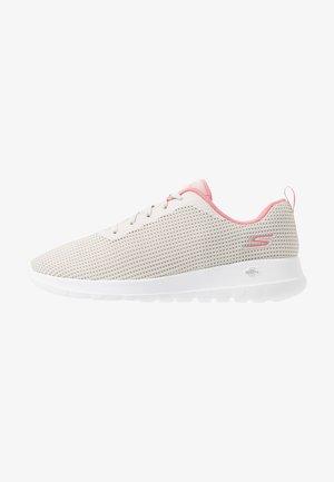 GO WALK JOY - Sportieve wandelschoenen - offwhite/pink