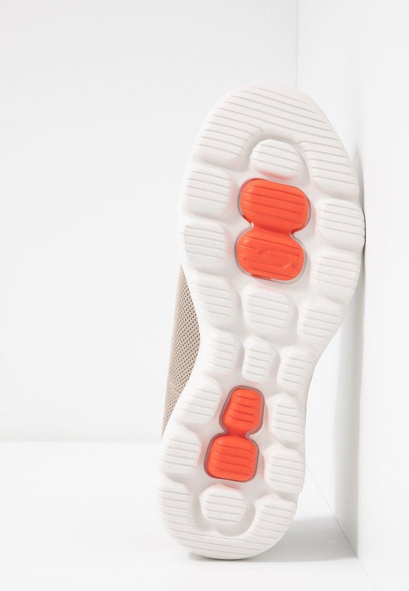 Go UltraChaussures De Course Performance Taupe Skechers Evolution Walk YbfymI6v7g