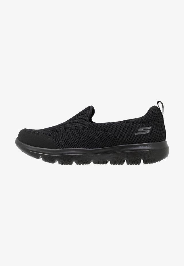 GO WALK EVOLUTION ULTRA - Walking trainers - black