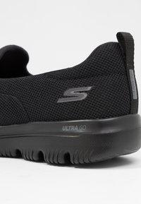 Skechers Performance - GO WALK EVOLUTION ULTRA - Vandresko - black - 5
