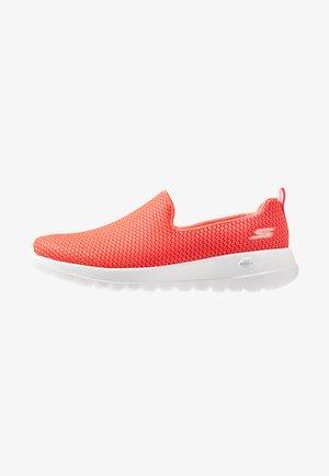 GO WALK JOY - Sportieve wandelschoenen - coral