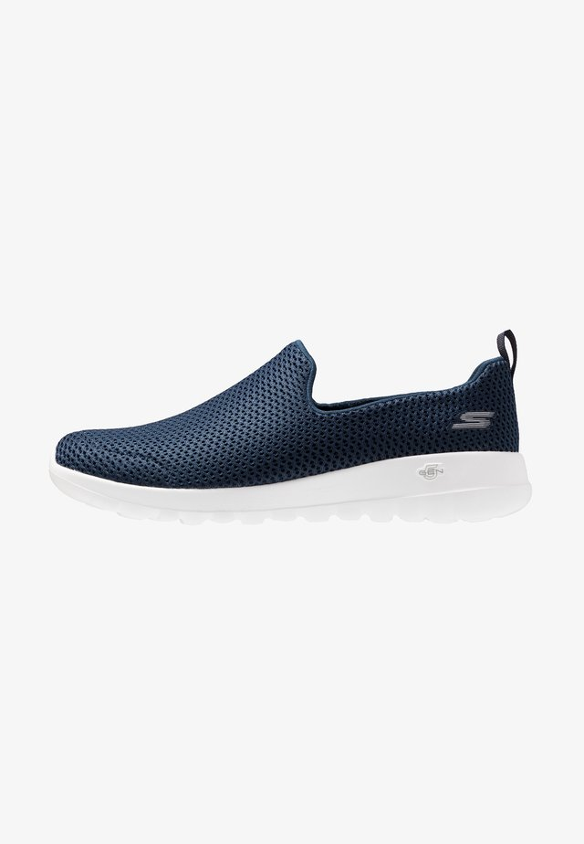 GO WALK JOY - Zapatillas para caminar - navy/white