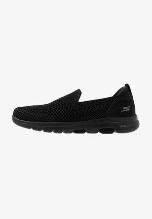 GO WALK 5 - Zapatillas para caminar - black