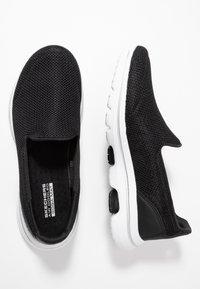 Skechers Performance - GO WALK 5 - Sportieve wandelschoenen - black/white - 1